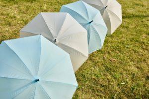 広げたビニール傘