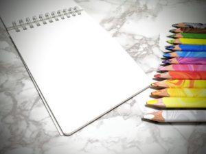 画用紙と色鉛筆
